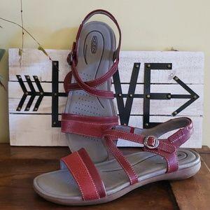NWOT Keen sandals